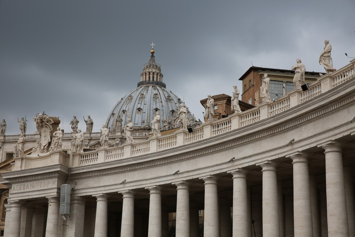 st-peters-basilica-1030710_1920.jpg